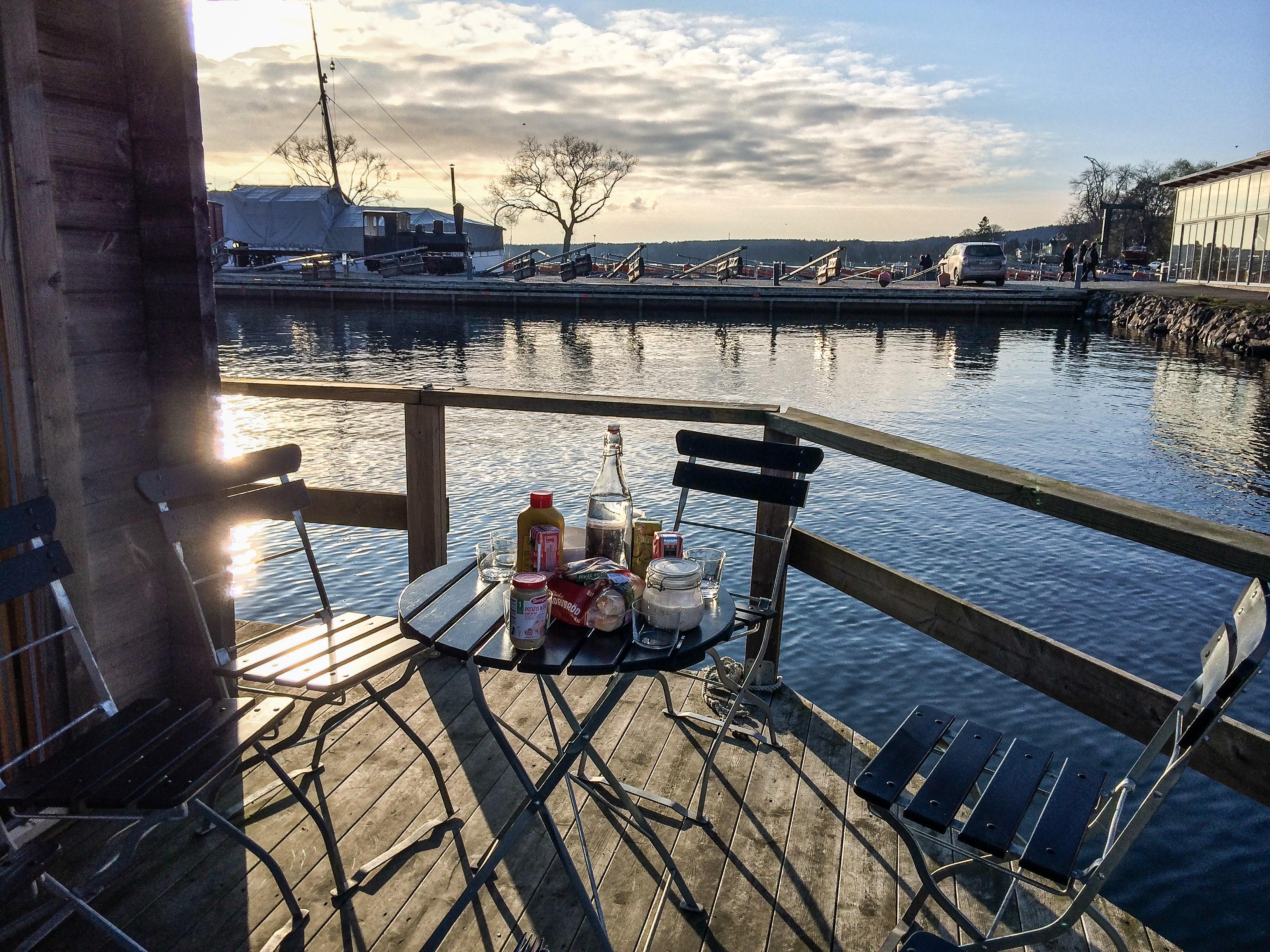 korv grillning i hjo hamn korvgrillning grilla korv i hamnen hjo hamn